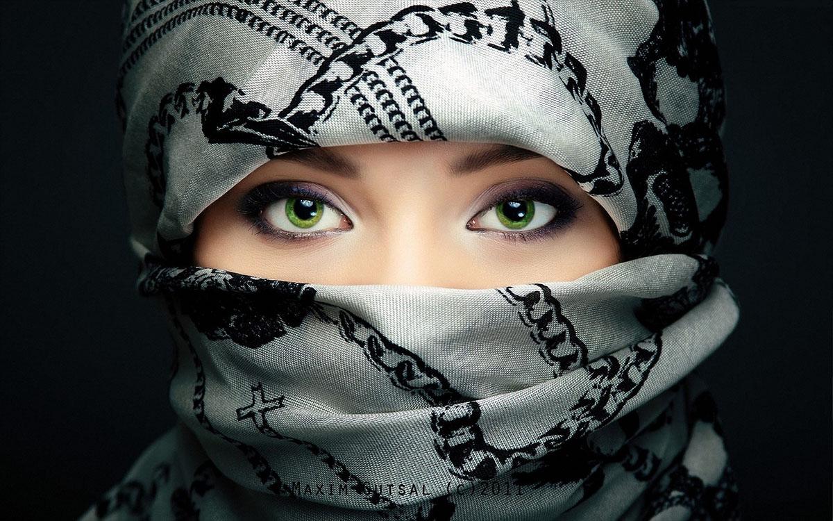 eyes behind veil