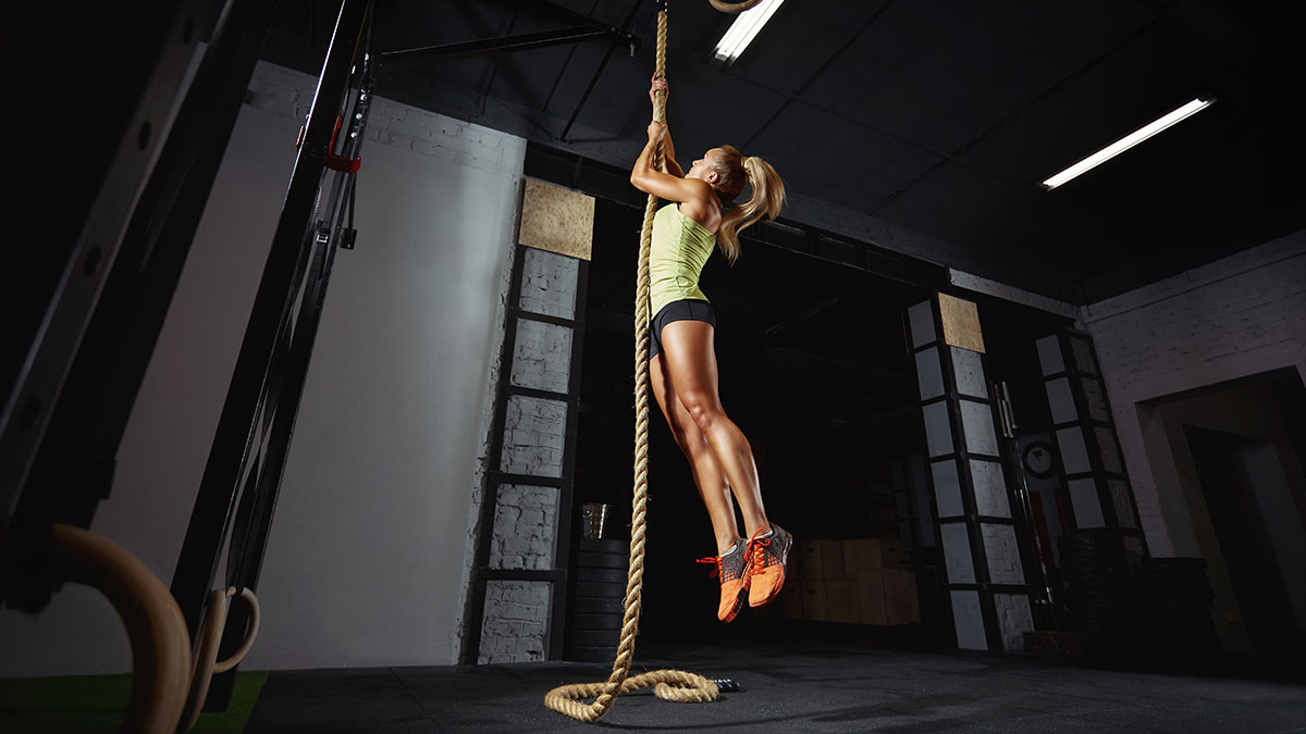 fitness model climbing rope